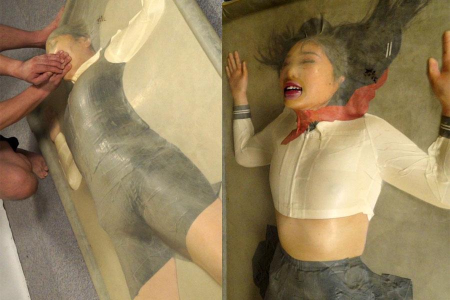 バキュームベッドプレイでJKとOLの美少女が真空パックプレイ窒息して呼吸制御される恐怖と快楽を貪る