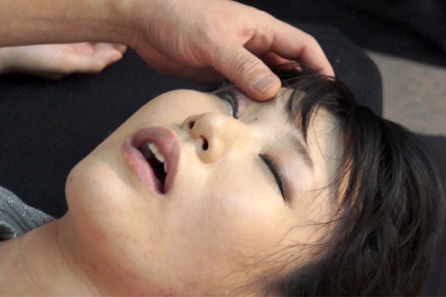 生意気な女を首絞め窒息させ服従させる呼吸制御動画 原千草
