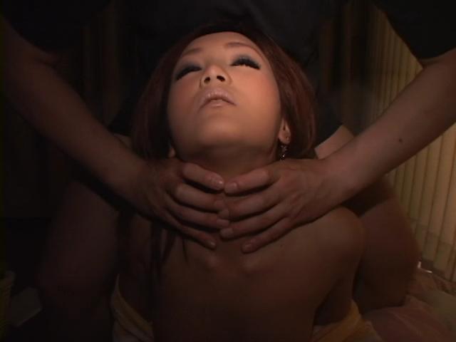 カップル二組による首絞めセックスギャル系の着衣首絞めバックガン突き