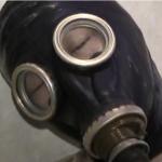 ガスマスクと全頭マスクで呼吸制御。さらに布団圧縮袋で人間真空パックプレイの窒息プレイ