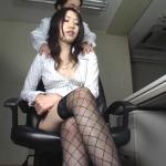 傲慢な女上司を首絞めで制圧する首絞め窒息動画