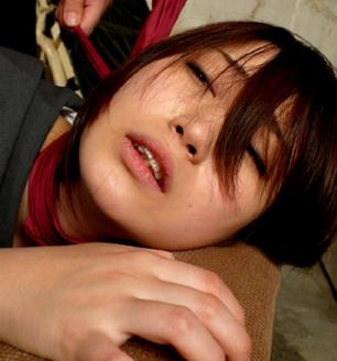 桜沢みゆのす巻きで首絞め失神という絶対的な恐怖を味わう怯え切った美女