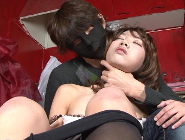 首絞め窒息と性的快楽を堪能する美女
