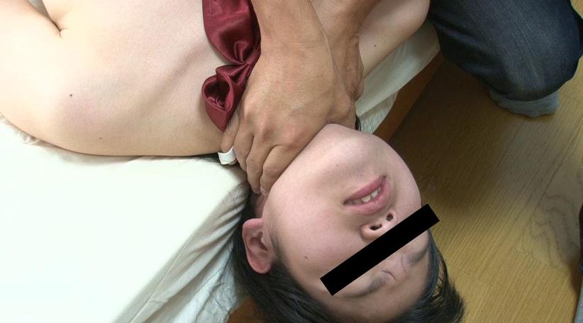 ガチ首絞めで悶絶失神するワイヤー首絞めや呼吸制御で窒息する動画
