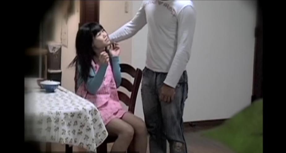DV現場を盗撮した動画水責めや首絞めされ凌辱される娘