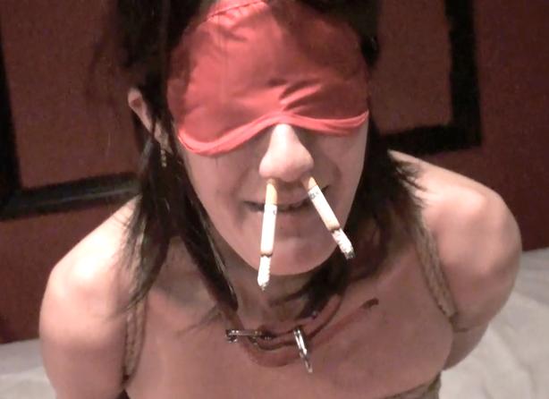 鼻に煙草を刺し窒息責めの呼吸制御プレイ。緊縛された卑猥な女の変態プレイ