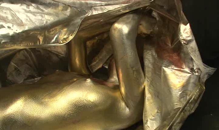 ウェットアンドメッシーと窒息フェチのコラボというフェチ要素の融合動画