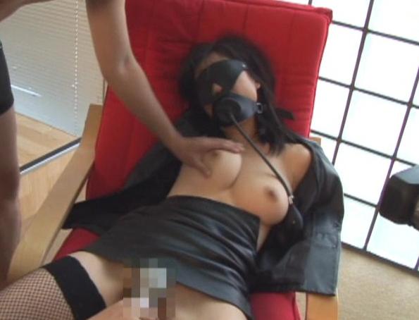 サディスト女王を凌辱する倒錯フェティシズム支配的欲求を満たすことができる呼吸制御などSM要素がある