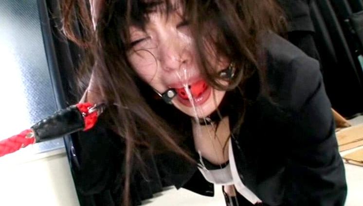 安達柚奈を水責め・電流責め・呼吸制御・イラマチオ凌辱・首絞めといった拷問で苦悶の表情