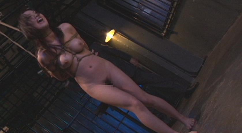 神崎レオナ 美咲結衣 みずほゆきを緊縛拘束で首吊り、鞭打ちの攻めで嗚咽と悲鳴、絶叫のSMプレイ