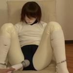 18歳のパイパン女子高生卒がラバースーツで呼吸制御をしつつ手錠で拘束プレイ。窒息失神で連続イキ