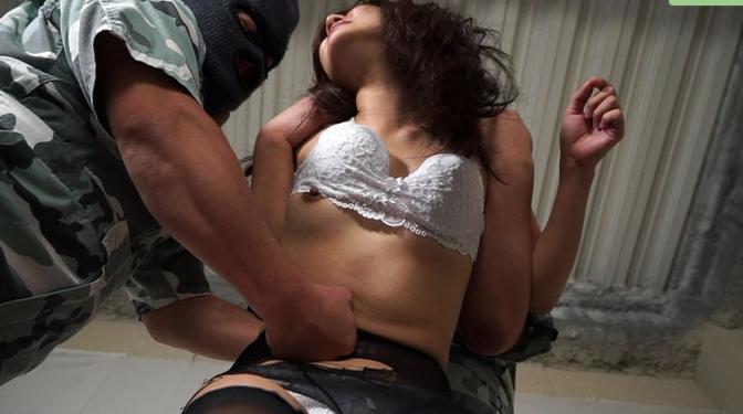 腹パンチで女を屈服させるレイプ動画。強引なプレイに興奮