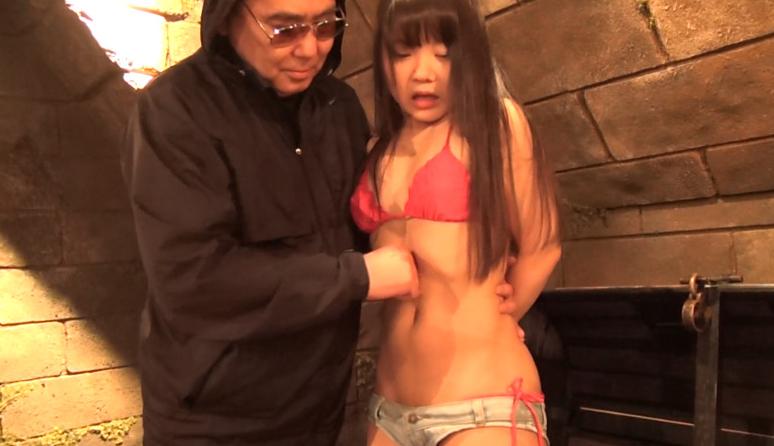 玉響桃乃の腹パンチ失神動画